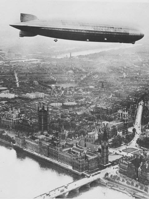 The German dirigible Graf Zeppelin flies over central London, July 12, 1932. In view are the River Thames, Westminster Bridge and the Houses of Parliament. (Photo by AP Photo)