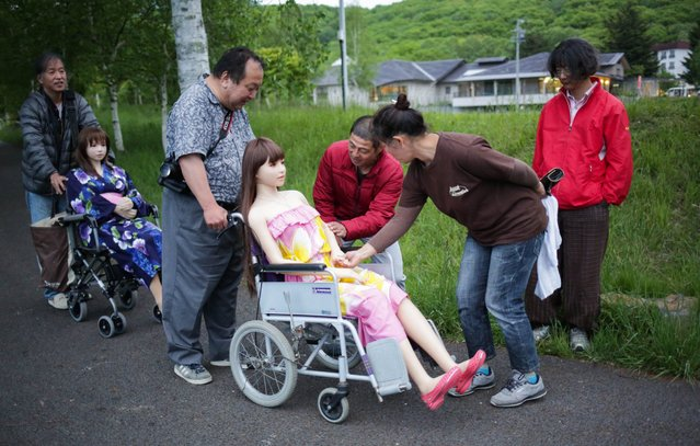 "Senji Nakajima shows his Love Doll ""Saori"" to local residents, after the photo session with his friend at lake Suwa on June 4, 2016 in Nagano, Japan. (Photo by Taro Karibe/Getty Images)"