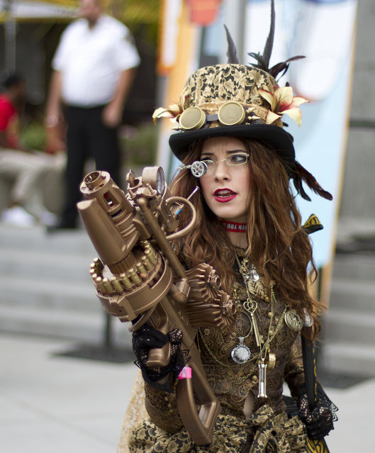 Amazing Steampunk outfit and gun
