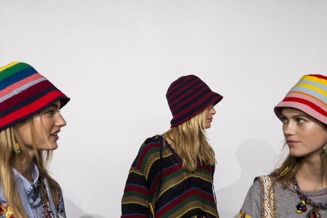 Models wait backstage before the Tommy Hilfiger Spring/Summer 2016 collection presentation during New York Fashion Week in New York, September 14, 2015. (Photo by Andrew Kelly/Reuters)
