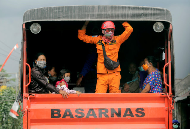 Villagers rescued by National Search and Rescue Agency are seen in a truck, due to the eruption of Mount Agung in Karangasem Bali resort island, Indonesia on November 27, 2017. (Photo by Johannes P. Christo/Reuters)