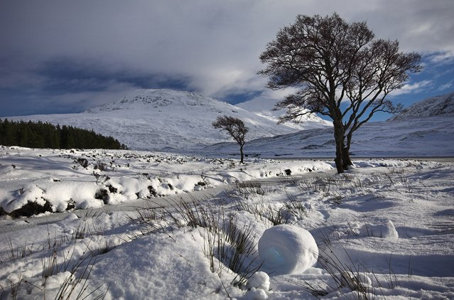 Snow Rollers, Loch Bhraoin, Scottish Highlands. (Photo by Scotscapes)