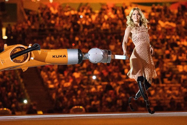 American Paralympic snowboarder Amy Purdy dances with a robot during the opening ceremony of the Rio 2016 Paralympic Games at the Maracana stadium in Rio de Janeiro on September 7, 2016. (Photo by Yasuyoshi Chiba/AFP Photo)
