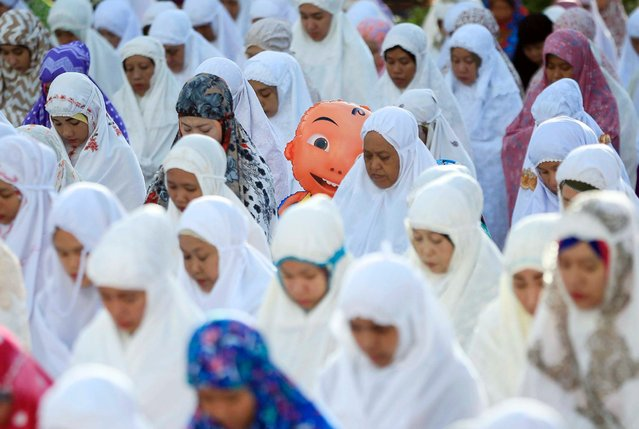 Indonesian Muslims attend the Eid al-Adha prayers in Medan, Indonesia, September 12, 2016. (Photo by Dedi Sinuhaji/EPA)