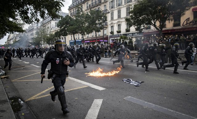 French riot police charge against protesters during a demonstration against the new working law reform in Paris, France, 15 September 2016. (Photo by Ian Langsdon/EPA)