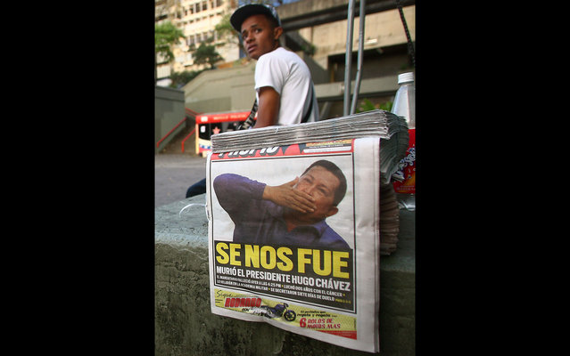 Newspapers in Caracas mancheta death of Hugo Chavez. (Photo by Geraldo Caso/AFP Photo)