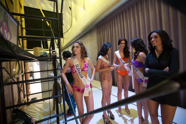 Miss International contestants watch a monitor backstage of rehearsals taking place prior to the start of the Miss International Beauty Pageant 2015 at the Grand Prince Hotel Shintakanawa on November 5, 2015 in Tokyo, Japan. (Photo by Christopher Jue/Getty Images)