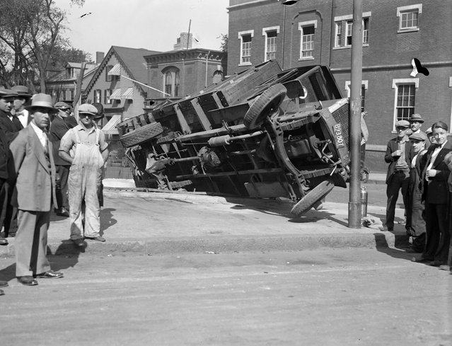 Truck goes up on curb, Cambridge, 1927. (Photo by Leslie Jones)
