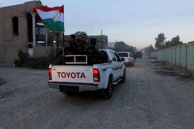 Iraqi Kurdish security forces patrol a street in the city of Kirkuk, Iraq, October 22, 2016. (Photo by Alaa Al-Marjani/Reuters)