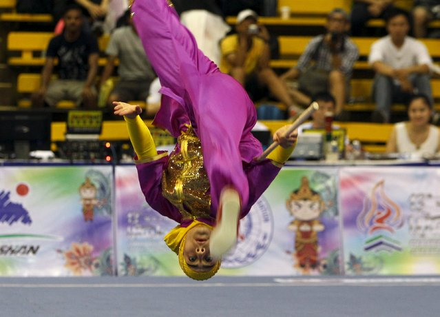 Iran's Rajabi Hanieh competes in the women's gunshu final during the 13th World Wushu Championship 2015 at Istora Senayan stadium in Jakarta, November 17, 2015. (Photo by Garry Lotulung/Reuters)