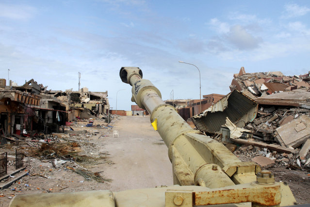 The barrel of a military vehicle belonging to Libyan forces allied with the U.N.-backed government is seen near the front line of fighting with Islamic State militants in Ghiza Bahriya district, in Sirte, Libya October 28, 2016. (Photo by Hani Amara/Reuters)