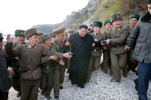 This undated photo released by North Korea' s official Korean Central News Agency (KCNA) on November 11, 2016 shows North Korean leader Kim Jong- Un (C) at the defence detachment on Mahap Islet in Ongjin County, South Hwanghae. (Photo by AFP Photo/KCNA)