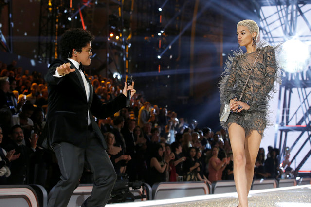 Musician Bruno Mars performs with model Jourdana Elizabeth during the 2016 Victoria's Secret Fashion Show at the Grand Palais in Paris, France, November 30, 2016. (Photo by Charles Platiau/Reuters)