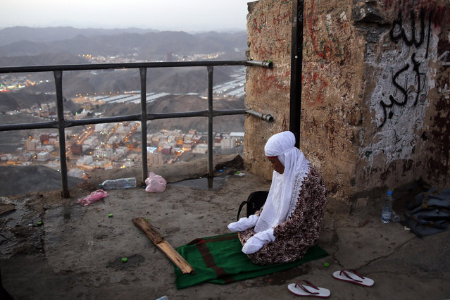 "A Muslim woman prays at the top of Mount Al-Noor during their Umrah Mawlid al-Nabawi ""Birthday of Prophet Mohammad"" in the holy city of Mecca, Saudi Arabia January 16, 2016. (Photo by Amr Abdallah Dalsh/Reuters)"