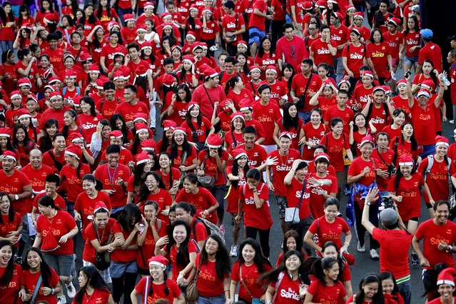 People dressed in red and Santa hats participate in the 10-km Santa Run Philippines event in Manila. (Photo by Romeo Ranoco/Reuters)