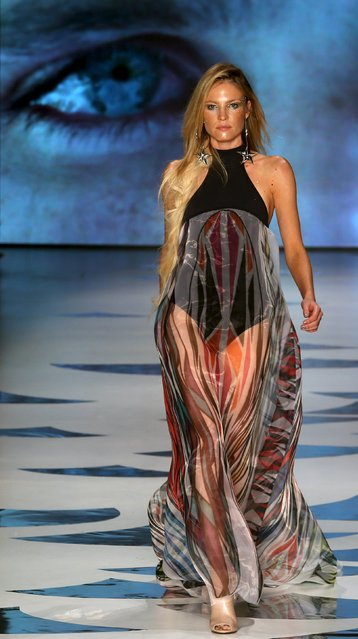 A model presents a creation from Triya Summer 2016 Ready To Wear collection during Sao Paulo Fashion Week in Sao Paulo April 14, 2015. (Photo by Paulo Whitaker/Reuters)