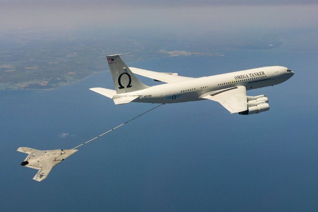 The Navy's unmanned X-47B aircraft receives fuel from an Omega K-707 tanker plane while operating in the Atlantic Test Ranges over the Chesapeake Bay, Maryland April 22, 2015. This test marked the first time an unmanned aircraft refueled in flight. (Photo by Liz Wolter/Reuters/U.S. Navy)