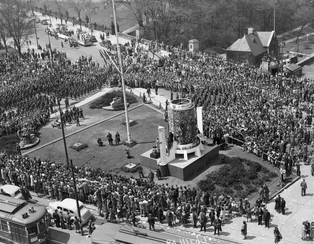 A crowd attends Victory Loan ceremonies at noon at Ottawa's Victory Loan indicator on Victory Island, in Ottawa, Ontario, May 8, 1945, in this handout photo provided by Library and Archives Canada. (Photo by Chris Lund/Reuters/National Film Board of Canada/Library and Archives Canada)
