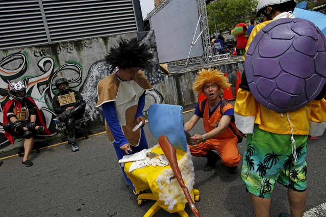 """Competitors dressed up as characters from Japanese comic book series """"Dragon Ball"""" take part in the office chair race ISU-1 Grand Prix in Tainan, southern Taiwan April 24, 2016. (Photo by Tyrone Siu/Reuters)"""