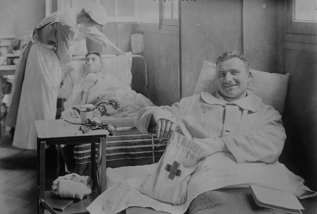 Wounded lie in an American field hospital in Auteuil, Paris, France around 1915 during the First World War. (Photo by Reuters/Courtesy Library of Congress)