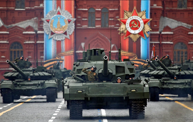 Russian servicemen parade with tanks during the 72nd anniversary of the end of World War II on the Red Square in Moscow, Russia on May 9, 2017. (Photo by Maxim Shemetov/Reuters)
