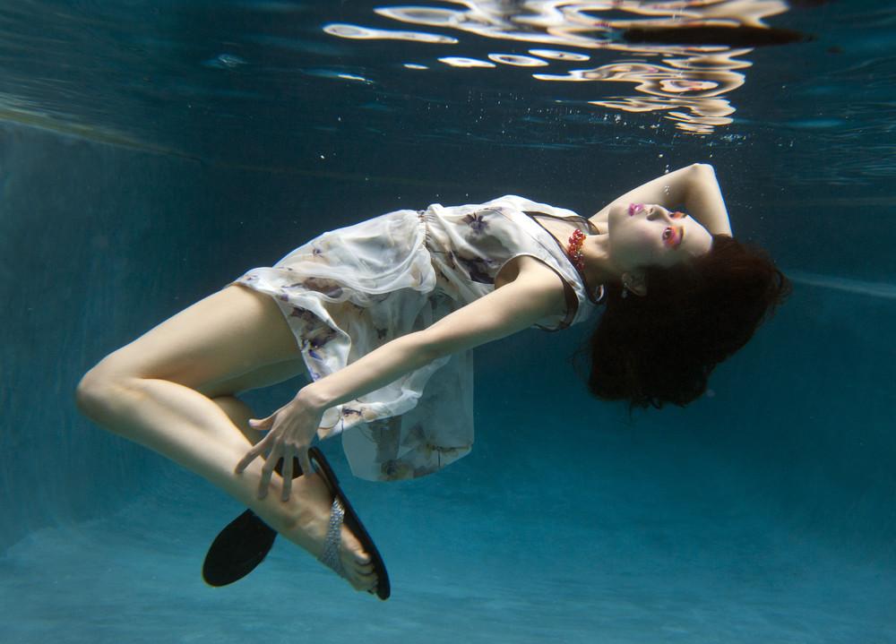 Sun Magazine Underwater Photo Shoot
