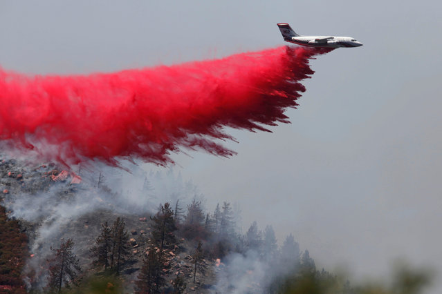 Firefighting aircraft make retardant drops during the Pilot Fire near Silverwood Lake in San Bernardino county near Hesperia, California, U.S. August 9, 2016. (Photo by Patrick T. Fallon/Reuters)