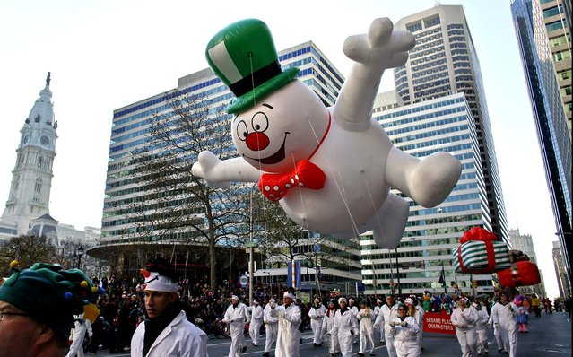 The Frosty the Snowman balloon make its way down 16th Street in view of City Hall during the 93rd annual Thanksgiving Day parade in Philadelphia. (Photo by Joseph Kaczmarek/Associated Press)