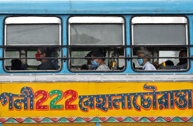 People wearing protective face masks travel in a passenger bus amidst the spread of the coronavirus disease (COVID-19) in Kolkata, India, September 2, 2020. (Photo by Rupak De Chowdhuri/Reuters)