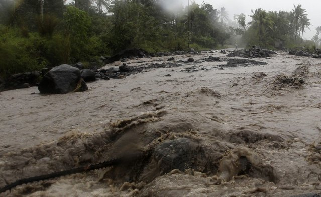 Volcanic rocks are washed onto a main road during a flash flood brought by Typhoon Hagupit in Guinobatan, Albay province southern Luzon December 7, 2014. (Photo by Reuters/Stringer)