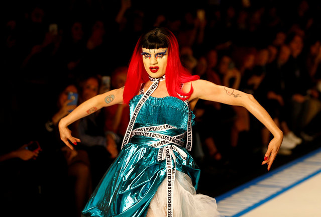 A model presents a creation by DB Berdan during the Mercedes-Benz Fashion Week in Istanbul, Turkey March 28, 2018. (Photo by Osman Orsal/Reuters)