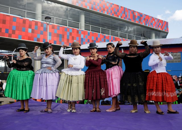 Cholitas wrestlers pose at their return to the ring after the coronavirus disease (COVID-19) restrictions, in El Alto outskirts of La Paz, December 6, 2020. (Photo by David Mercado/Reuters)