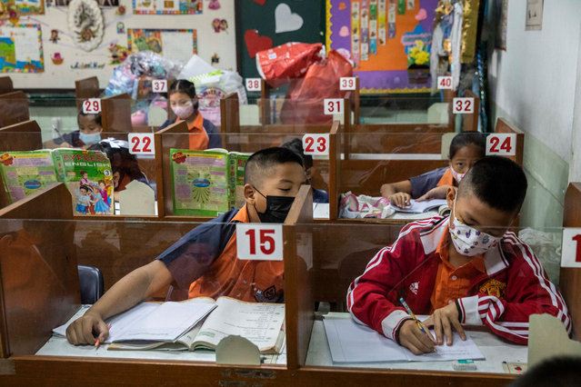 Thai students wear face masks during their first class at the Thai Niyom Songkhrao School on February 01, 2021 in Bangkok, Thailand. Thailand said that from next week, it will reopen most schools, excluding those in Samut Sakhon province, the epicenter of the country's most recent Covid-19 outbreak. (Photo by Lauren DeCicca/Getty Images)