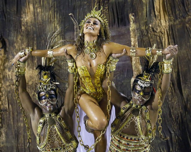 Model Juliana Paesthe (C) of Viradouro samba school participates in the annual carnival parade in Rio de Janeiro's Sambadrome, February 15, 2015. (Photo by Ricardo Moraes/Reuters)
