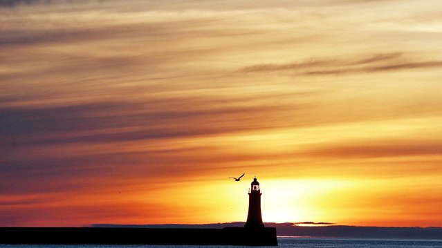 Sunrise over South Shields Lighthouse in Sunderland, Britain on June 10 , 2021. (Photo by Lee Smith/Reuters)