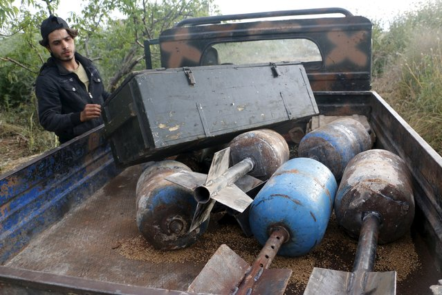 A Tajammu Al-Ezza brigade fighter prepares locally made shells before firing them towards forces loyal to Syria's President Bashar Al-Assad stationed at Al-Zlakiet checkpoint, in the Hama countryside May 9, 2015. (Photo by Mohamad Bayoush/Reuters)