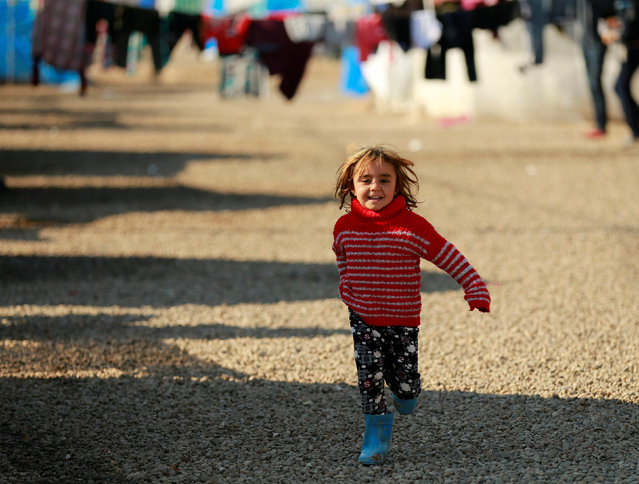 A displaced Iraqi girl who fled the Islamic State stronghold of Mosul, runs at Khazer camp, Iraq, January 5, 2017. (Photo by Thaier Al-Sudani/Reuters)