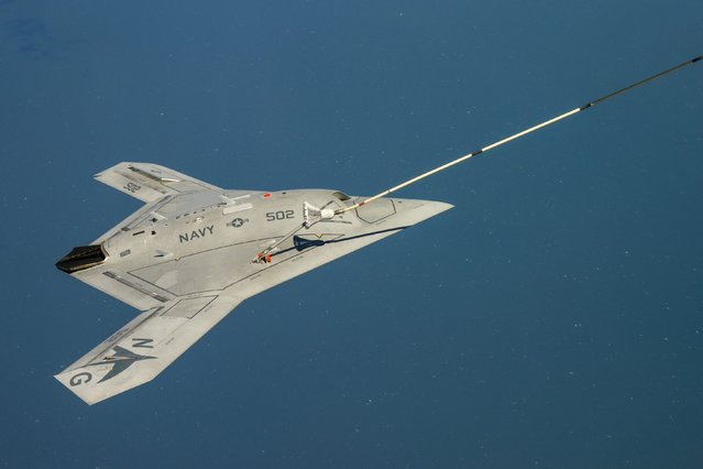 The Navy's unmanned X-47B aircraft receives fuel from an Omega K-707 tanker plane (not shown) while operating in the Atlantic Test Ranges over the Chesapeake Bay, Maryland April 22, 2015. (Photo by Liz Wolter/Reuters/U.S. Navy)