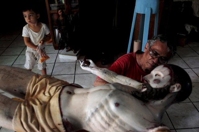Manuel de Jesus Quilizapa works on a statue of El Jesus Nazareno in his workshop in Izalco, El Salvador March 11, 2016. (Photo by Jose Cabezas/Reuters)