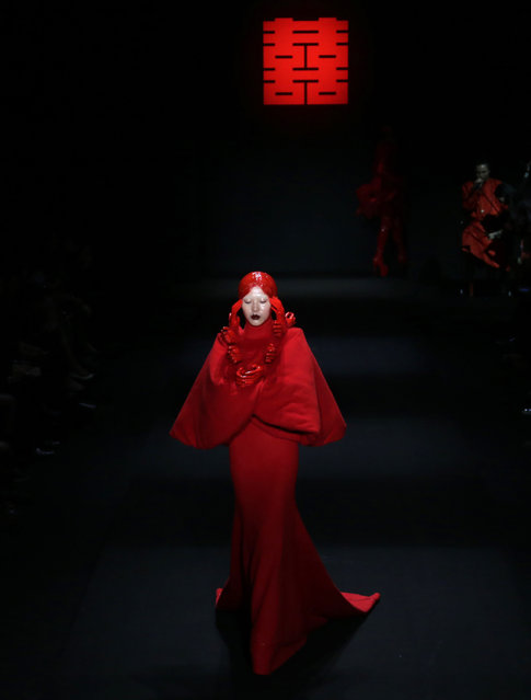 A model presents a creation by Chinese designer Hu Sheguang from Sheguang Hu collection at China Fashion Week in Beijing, March 31, 2016. (Photo by Jason Lee/Reuters)