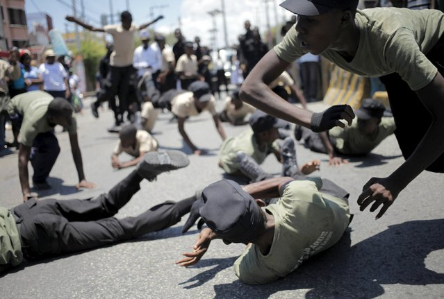 Haitian children show their skills during a march in celebrations for National Haitian Flag Day in the streets of Port-au-Prince, May 18, 2015. Haitians are celebrating the 212th anniversary of their national flag. (Photo by Andres Martinez Casares/Reuters)