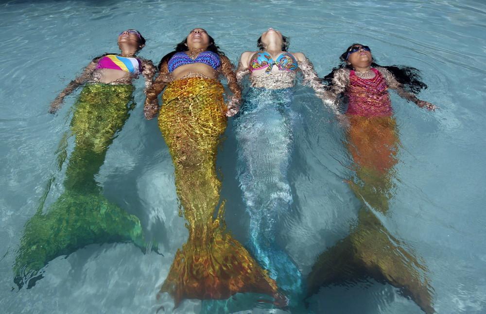 Summer Mermaid Swim Experience in Manila