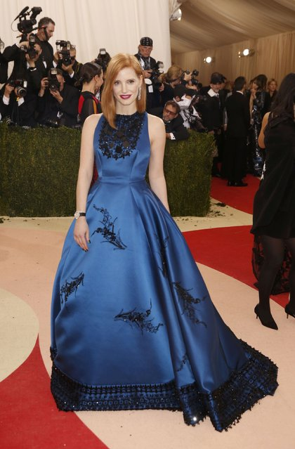 """Actress Jessica Chastain arrives at the Metropolitan Museum of Art Costume Institute Gala (Met Gala) to celebrate the opening of """"Manus x Machina: Fashion in an Age of Technology"""" in the Manhattan borough of New York, May 2, 2016. (Photo by Lucas Jackson/Reuters)"""
