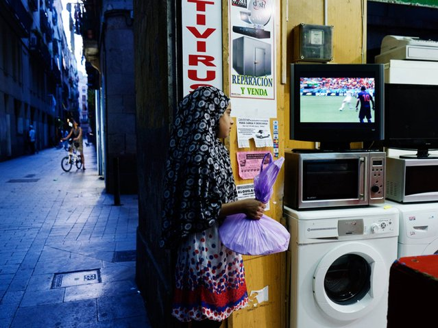Spain: A girl watches the game between Netherlands and Spain, in Barcelona. (Photo by Myriam Meloni)