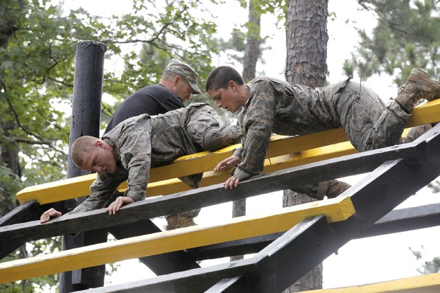 Captain Kristen Griest (R) participates in the Darby Queen obstacle course as part of the training at the Ranger Course on Ft. Benning Georgia, June 28, 2015. (Photo by Pfc. Ebony Banks/Reuters/U.S. Army)