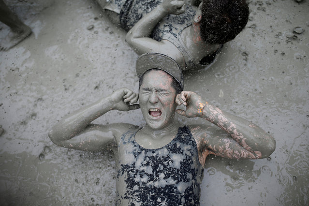 Tourists play with mud during the Boryeong Mud Festival at Daecheon beach in Boryeong, South Korea, July 16, 2016. (Photo by Kim Hong-Ji/Reuters)