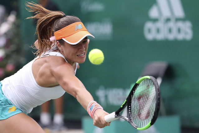 Nicole Gibbs of the United States returns a ball to Jang Su-jeong of South Korea during their first round match of the Korea Open tennis championships in Seoul, South Korea, Tuesday, September 19, 2017. (Photo by Lee Jin-man/AP Photo)