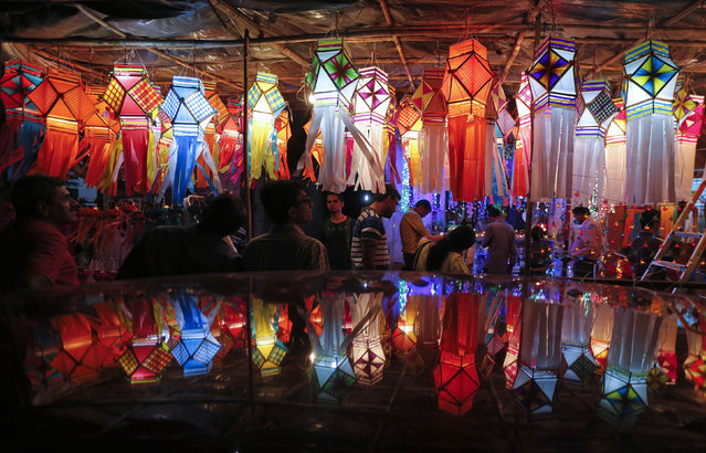 Customers shop for lanterns at a roadside Diwali market in Mumbai October 20, 2014. (Photo by Shailesh Andrade/Reuters)