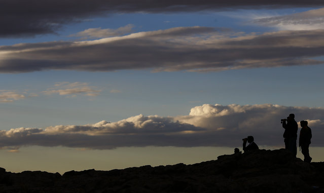 Turkish Kurds watch the Syrian town of Kobani from near the Mursitpinar border crossing, on the Turkish-Syrian border in the southeastern town of Suruc, October 19, 2014. (Photo by Kai Pfaffenbach/Reuters)