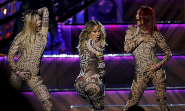 Host Jennifer Lopez performs during the 2015 American Music Awards in Los Angeles, California November 22, 2015. (Photo by Mario Anzuoni/Reuters)
